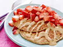Healthy Strawberries 'n Peanut Butter Pancakes Recipe
