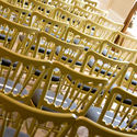 Big_magnificentwedding_foto_gouden_trouwstoelen