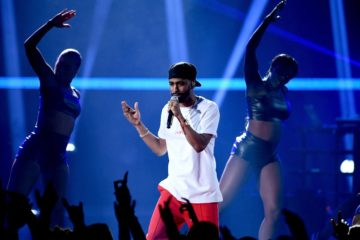 "Watch Big Sean Perform ""Bounce Back"" & ""Moves"" at the 2017 iHeartRadio Awards"