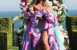 Beyoncé Posts Photo With Newborn Twins, Reveals Names
