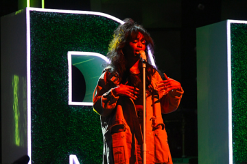 "SZA Performs ""Normal Girl"" at Black Girls Rock! 2017"