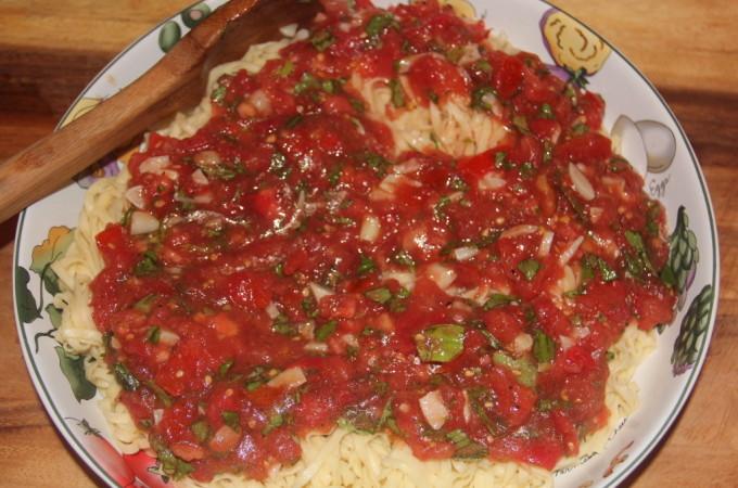 Fresh Tomato Sauce with Garlic and Basil