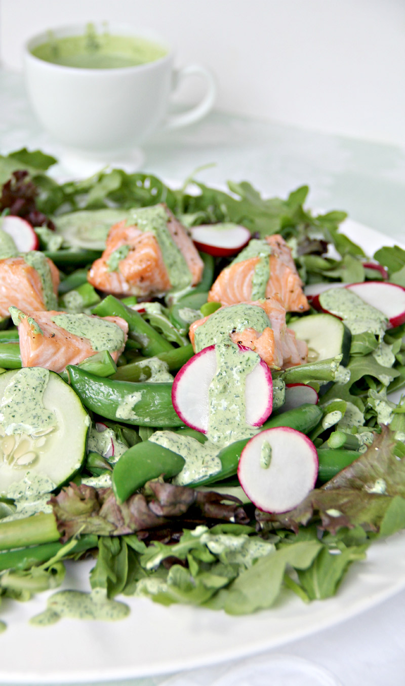 Salad with Salmon and Vegetables