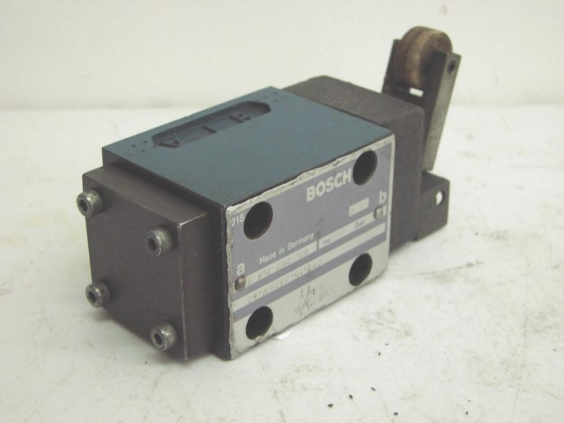 Bosch Hydraulic Limit Switch 0 810 090 109 Used  12379