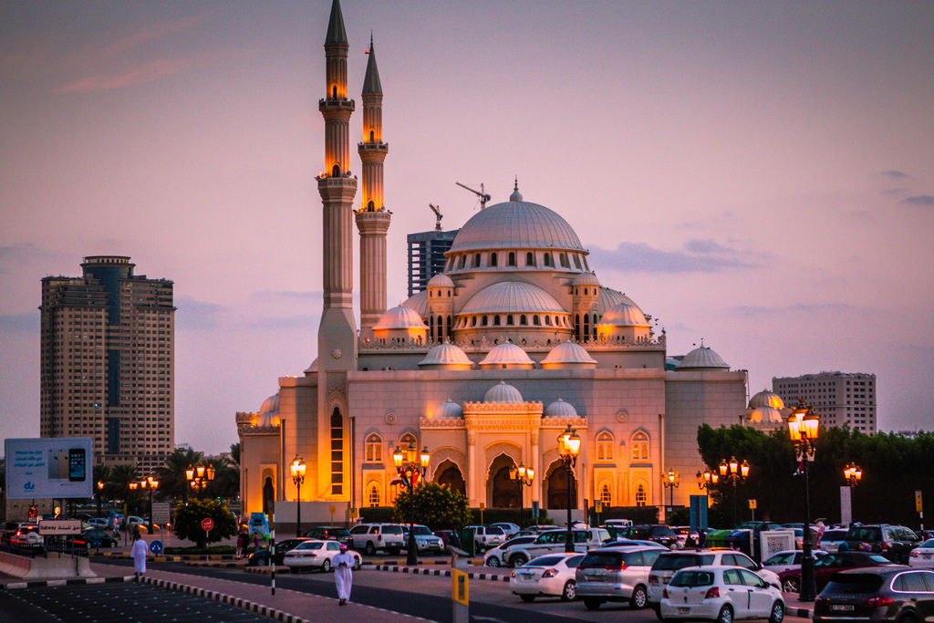 Hasil gambar untuk Masjid Sharjah