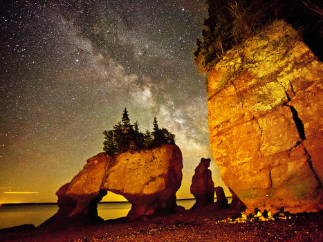 Rochers hopewell rocks at night