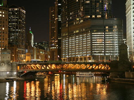800px chicago river night 3