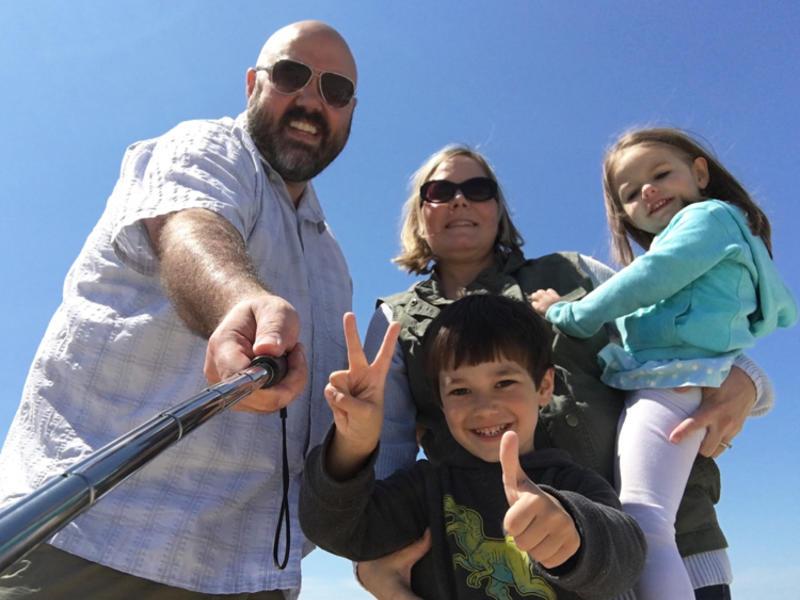 1   photo   family groupie