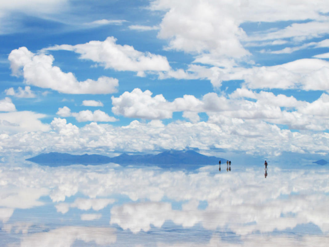 A thin layer of water creates a highly reflective surface at the Bolivian salt flats. Photo Credit: Haceme un 14 via Flickr