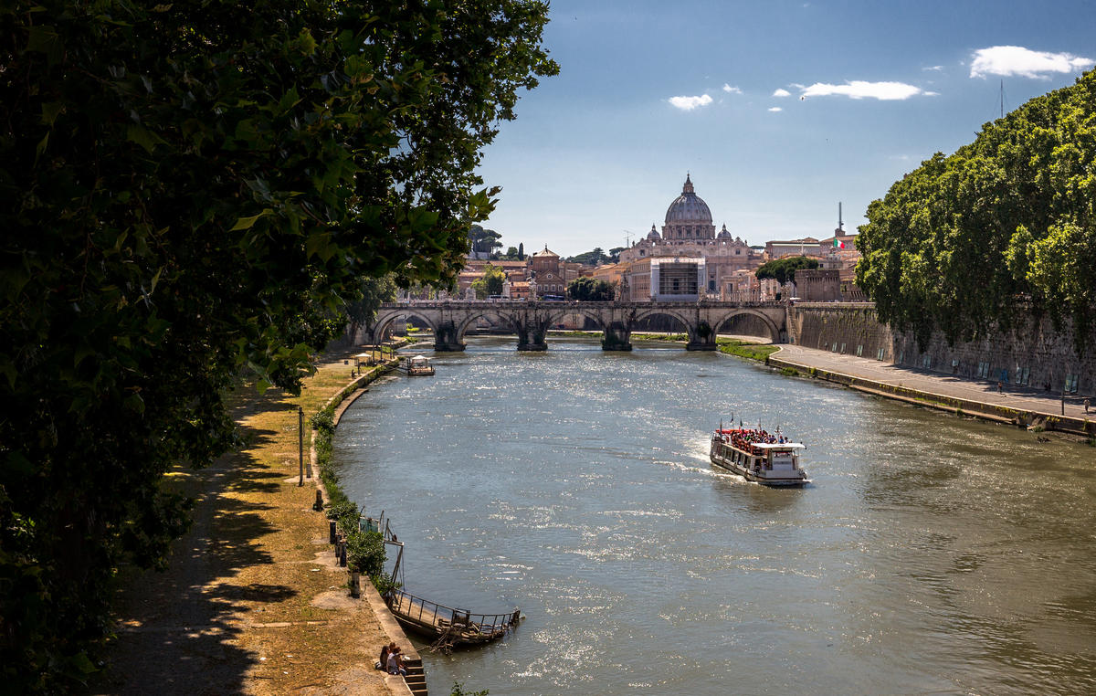 """Cruise On The Tiber"" by Darren Flinders via Flickr Creative Commons"