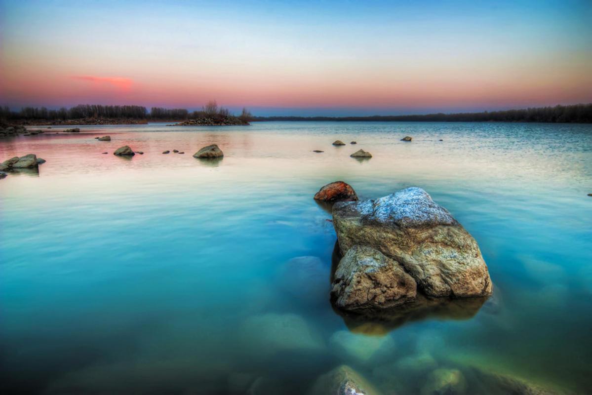 Pink Horizon by Miroslav Petrasko via Flickr Creative Commons