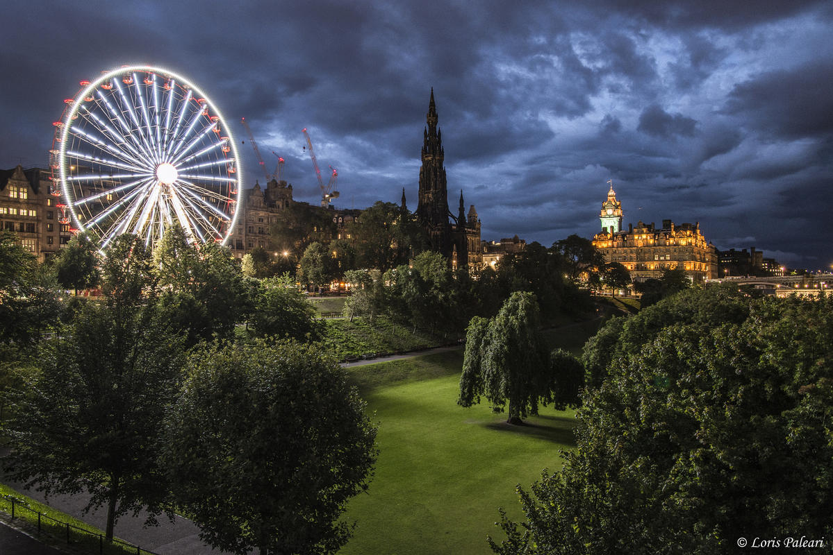 Edinburgh by night ( Explored 28/10/2015 ) by Loris Paleari via Fickr Creative Commons