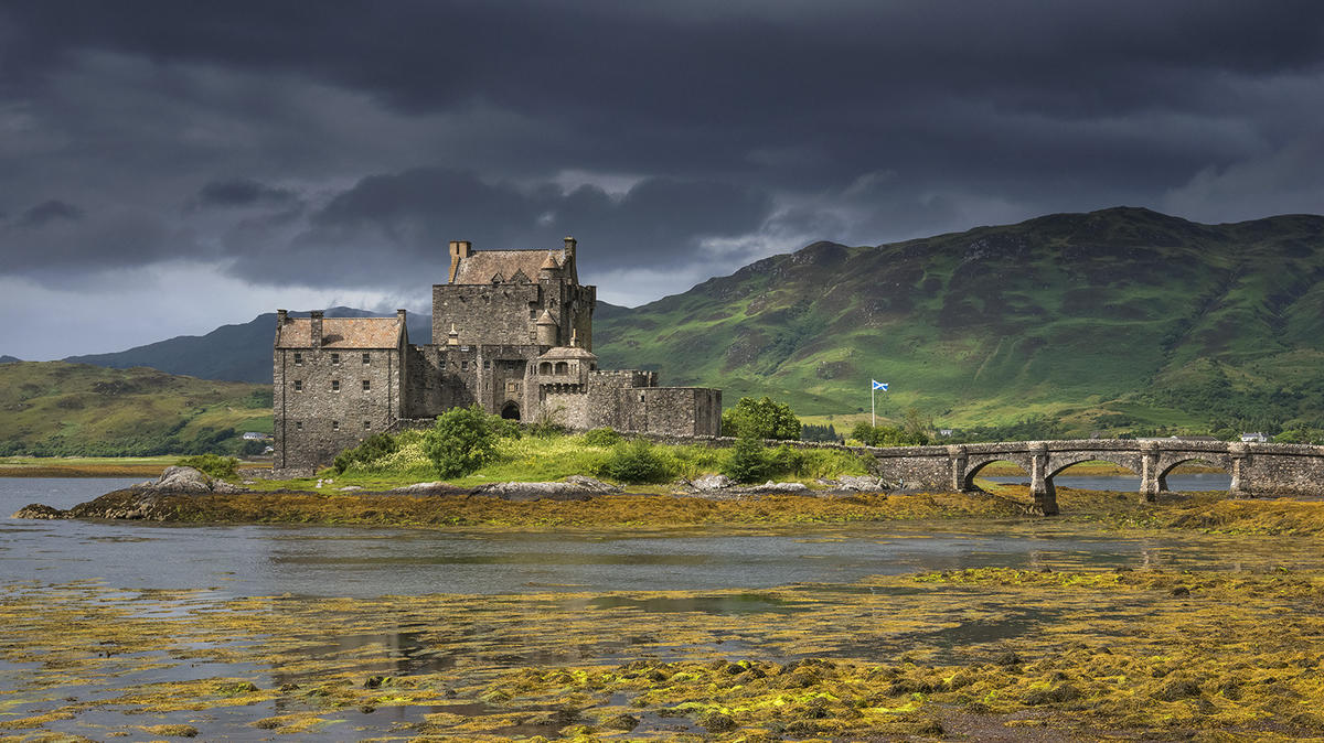 'Eilean Donan Castle' - Dornie, Scotland by Kris Williams via Flickr Creative Commons