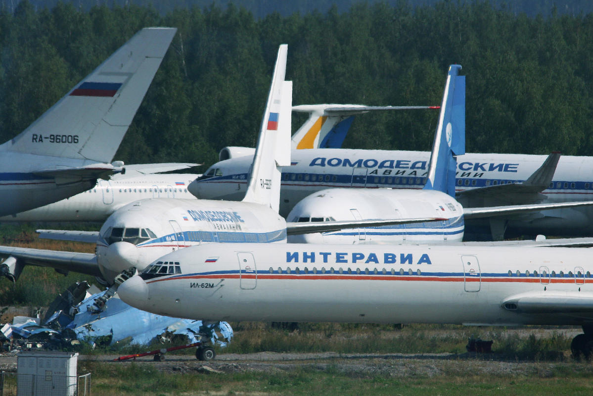 Stored airliners at Moscow Domodedovo Airport by Alan Wilson via Flickr Creative Commons