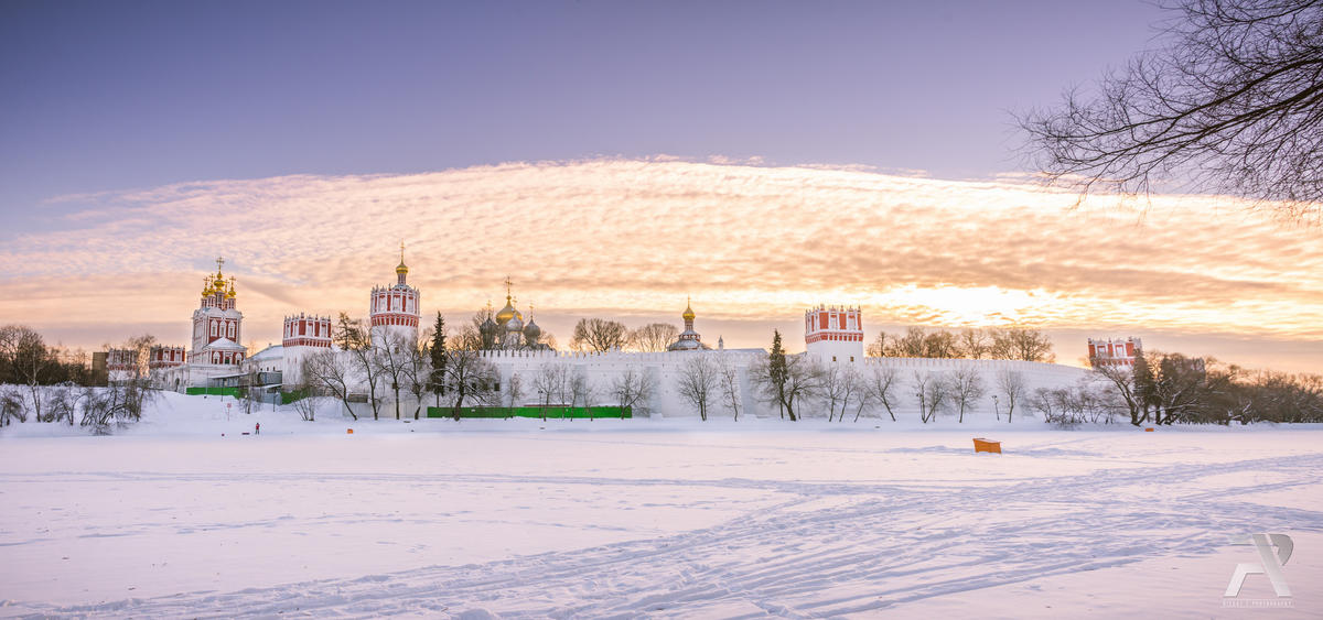 Novodevichy Convent & frozen lake. by Syuqor Aizzat via Flickr Creative Commons