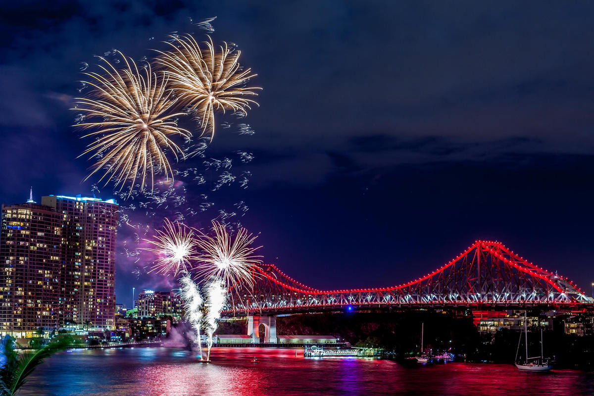 06/09/14 : Fireworks from Eagle Street Pier by Andrew Sutherland via Flickr Creative Commons