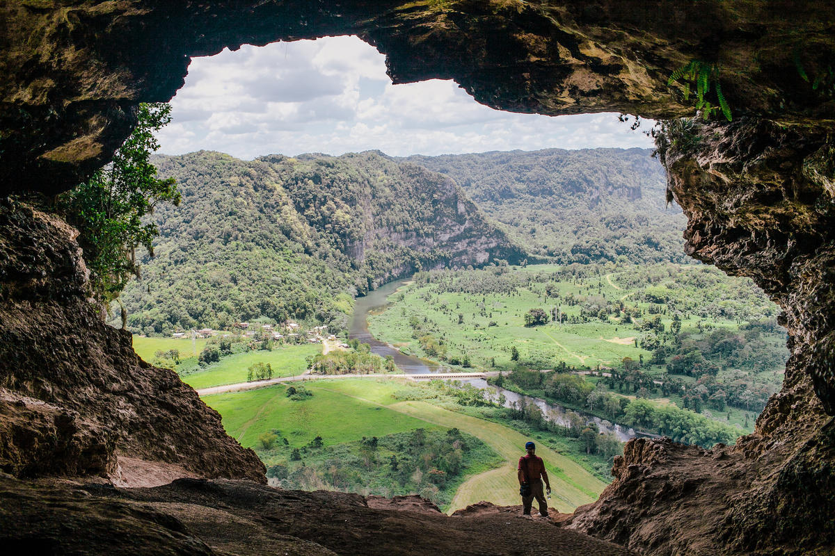 Cueva Ventana, Arecibo, Puerto Rico by Jorge Quinteros via Flickr Creative Commons