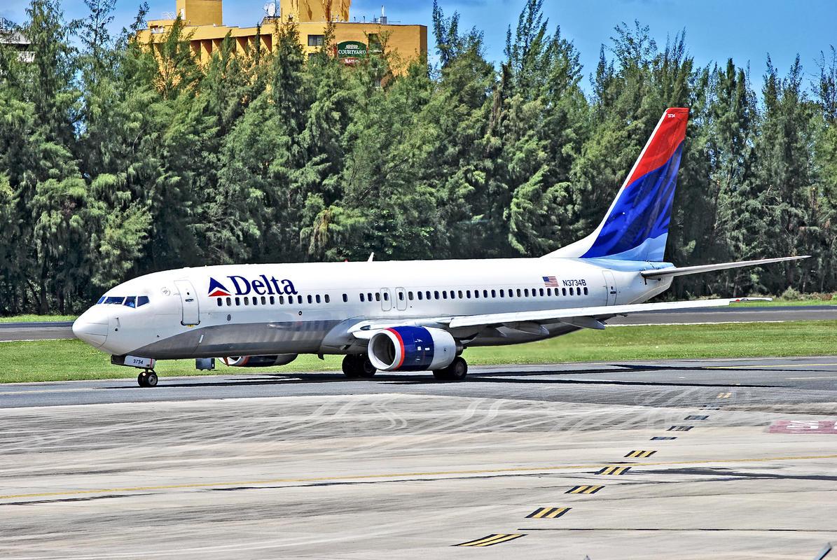 N3734B Delta Air Lines 2000 Boeing 737-832 C/N 30776 by Tomás Del Coro via Flickr Creative Commons