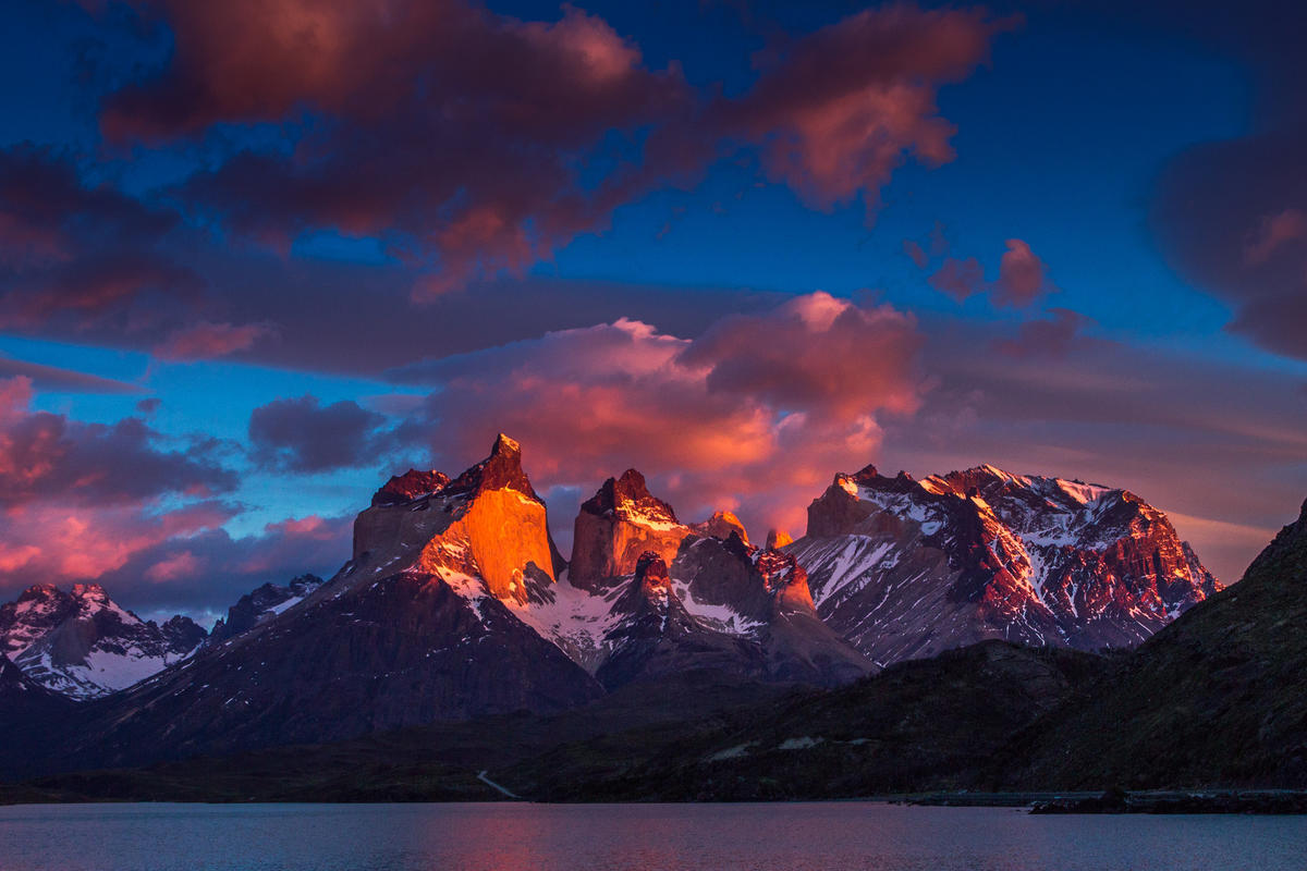 Cada día un nuevo amanecer Photo by Claudio Sepulveda via Flickr Creative Commons