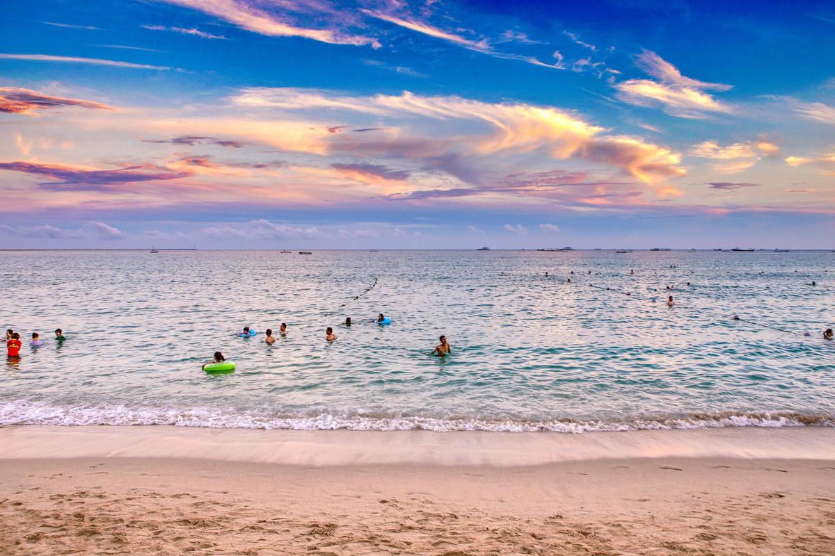 海灘 Beach / 中國海南三亞 Sanya, Hainan, China / SML.20140506.6D.32086.P1 Photo by See-ming Lee via Flickr Creative Commons