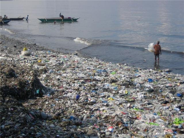 Grande concentração de plastico