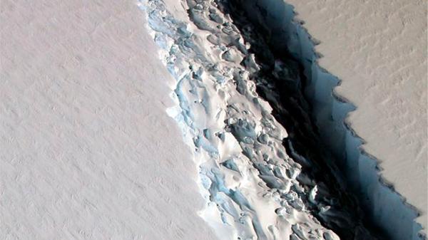 Um iceberg considerado um dos 10 maiores já registrados