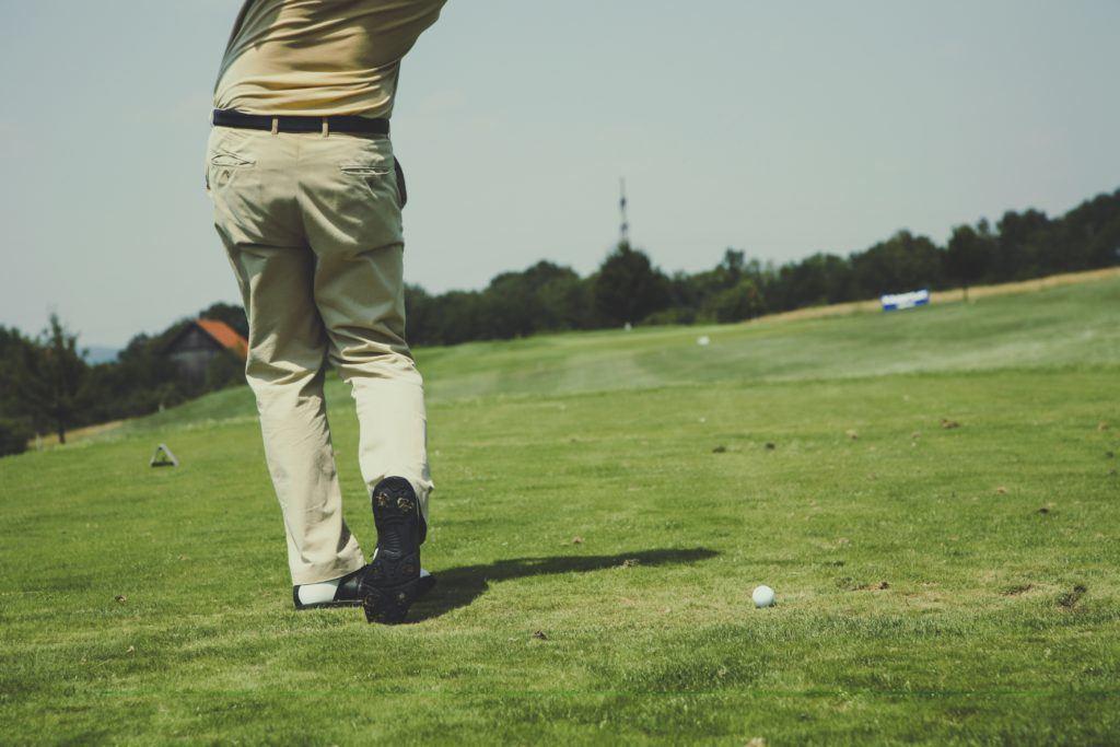 golfer teeing off