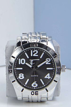 Watch with Contrast Face black