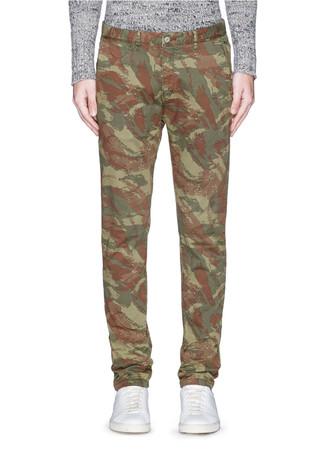 'Stuart' camouflage print slim fit chinos