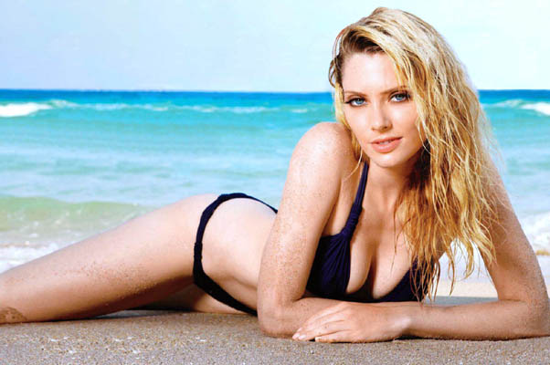 April Bowlby Bra Size, Weight, Height and Measurements