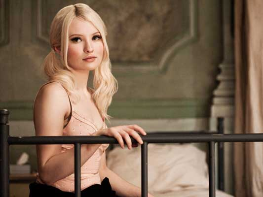 Emily Browning Bra Size, Weight, Height and Measurements