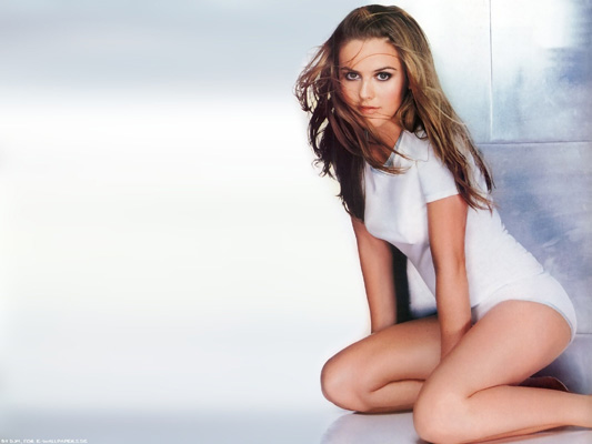 Alicia Silverstone Bra Size, Weight, Height and Measurements