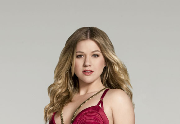 Kelly Clarkson Bra Size, Weight, Height and Measurements