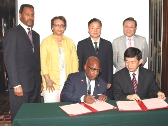 President David Wilson of Morgan State University and Sheng Jianxue, secretary general of the China Education Association for International Exchange, sign a Memorandum of Understanding that established the collaboration.