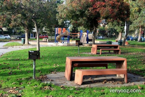 BBQ Pits Picnic Tables At Woodbine Park Los Angeles CA Venyooz - Picnic table los angeles