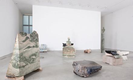 Vanessa_Beecroft_Lia_Rumma_Milan_installation4