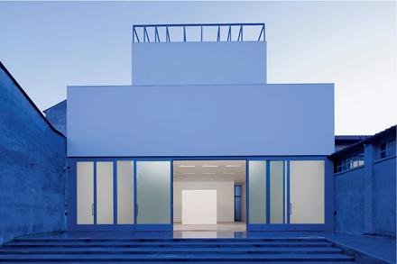 Vanessa_Beecroft_Lia_Rumma_Milan_installation5