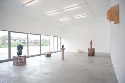 Vanessa_Beecroft_Lia_Rumma_Milan_installation10