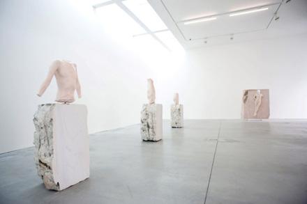 Vanessa_Beecroft_Lia_Rumma_Milan_installation7