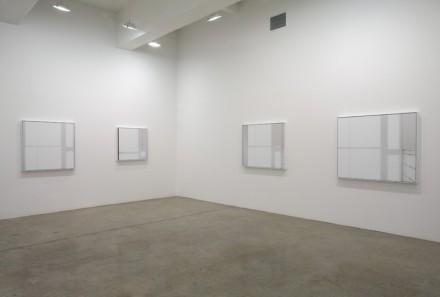 Uta Barth-Installation view 3-Tanya Bonakdar