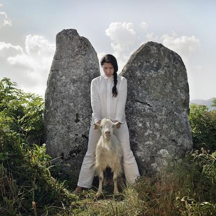 Marina Abramovic, Holding the goat. The Abramovic Method, Padiglione d'Arte Contemporanea