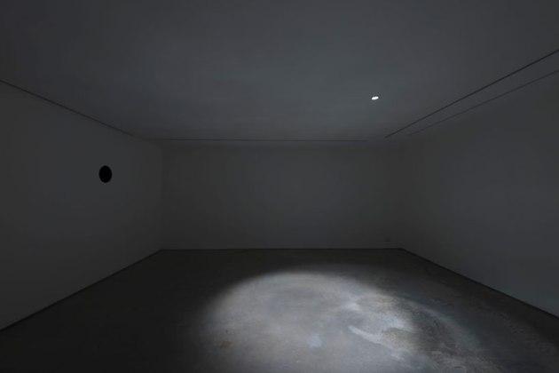 anish kappor- 'anxious',  2012- lisson gallery