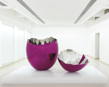 Cracked Egg, by Jeff Koons