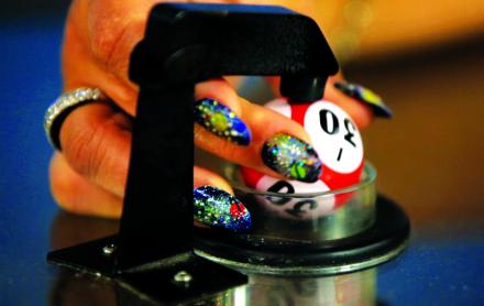 Mika Rottenberg. Photogramme, Bowls Balls Souls Holes (Hotel) (2014), via Palais de Toyko