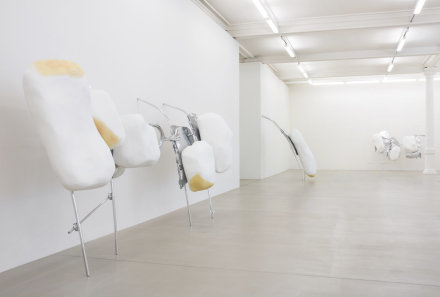 Nairy Baghramian, Scruff of the Neck (Installation View)