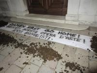 Damien Hirst protest, via hyperallergic
