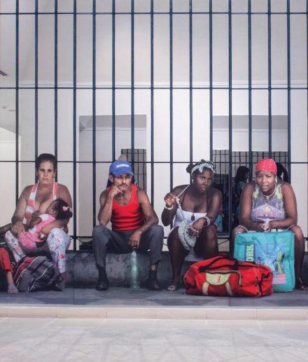 Michelangelo Pistoletto, La Habana, persone in attesa, detail (2015), via Galleria Continua