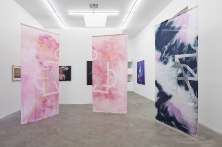 Over the Rainbow (Installation view) at Praz-Delavallade Los Angeles, 2017. Courtesy of Praz-Delavallade Los Angeles.