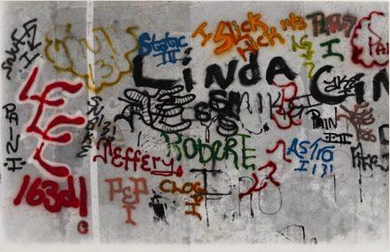 Gordon Matta-Clark, Grafitti Linda (1973), via Jeu de Paume