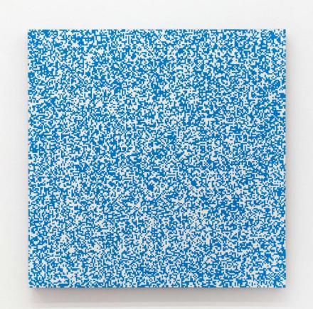 François Morellet. Répartition aléatoire de 40 000 carrés suivant les chiffres pairs et impairs d'un annuaire de téléphone, 50% bleu, 50% blanc (1961), via Lévy Gorvy